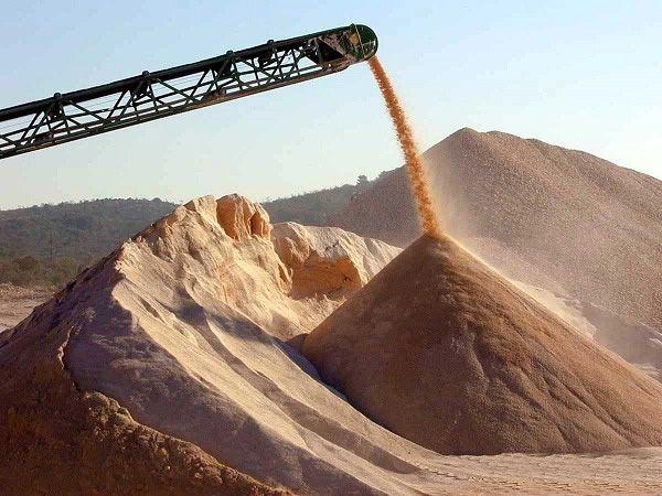 Намывной песок используется, в основном. для строительных целей и дренажей.