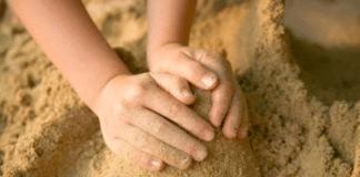 Песок в песочнице