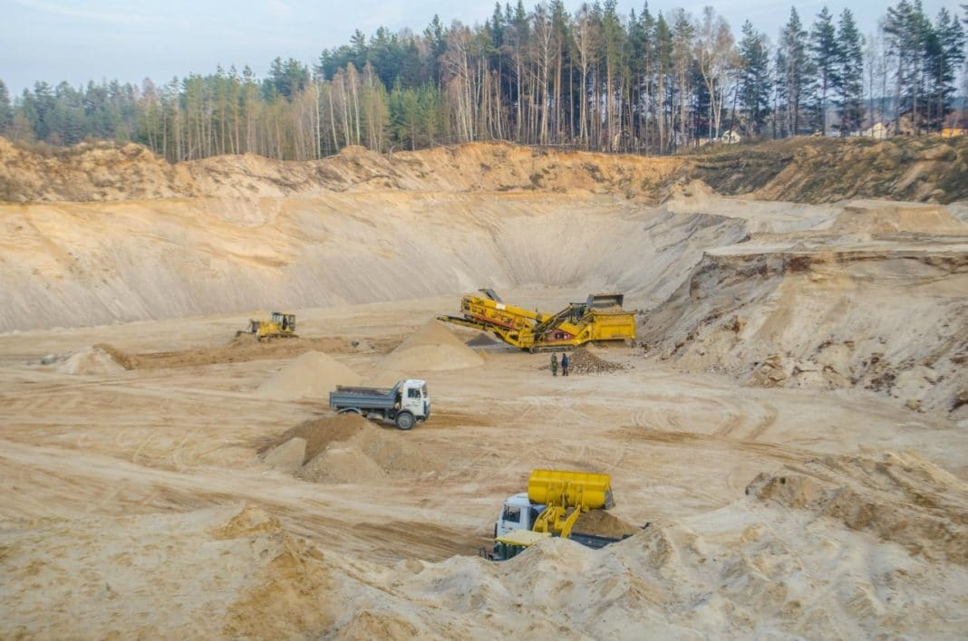 Добыча песка в карьере