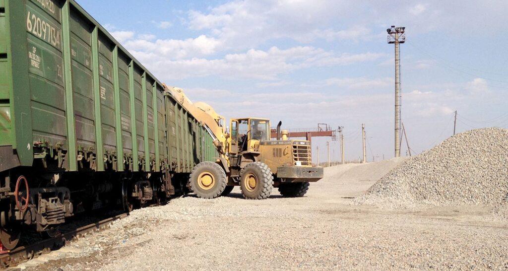 Власти пообещали снизить тарифы на перевозку щебня из Карелии