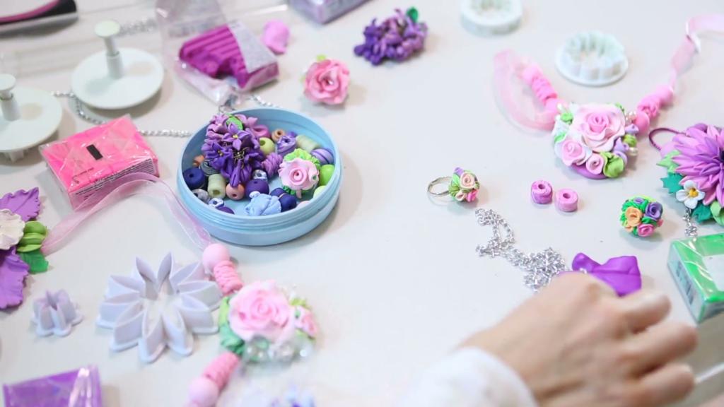 Должен ли у полимерной глины быть запах?