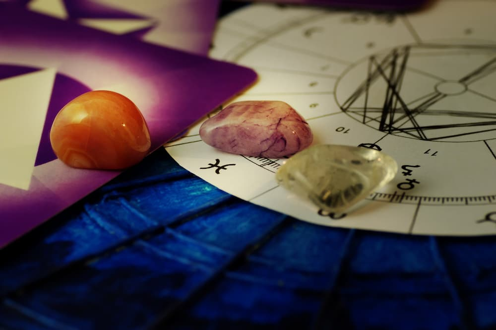 Камни и знаки зодиаков: 12 подходящих друг другу талисманов