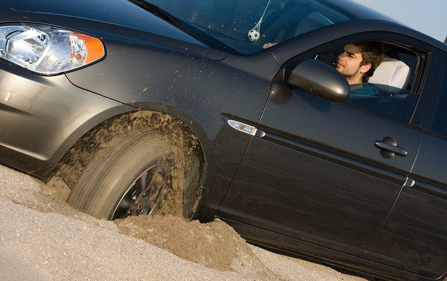 5 хитростей если ваша машина застряла в песке