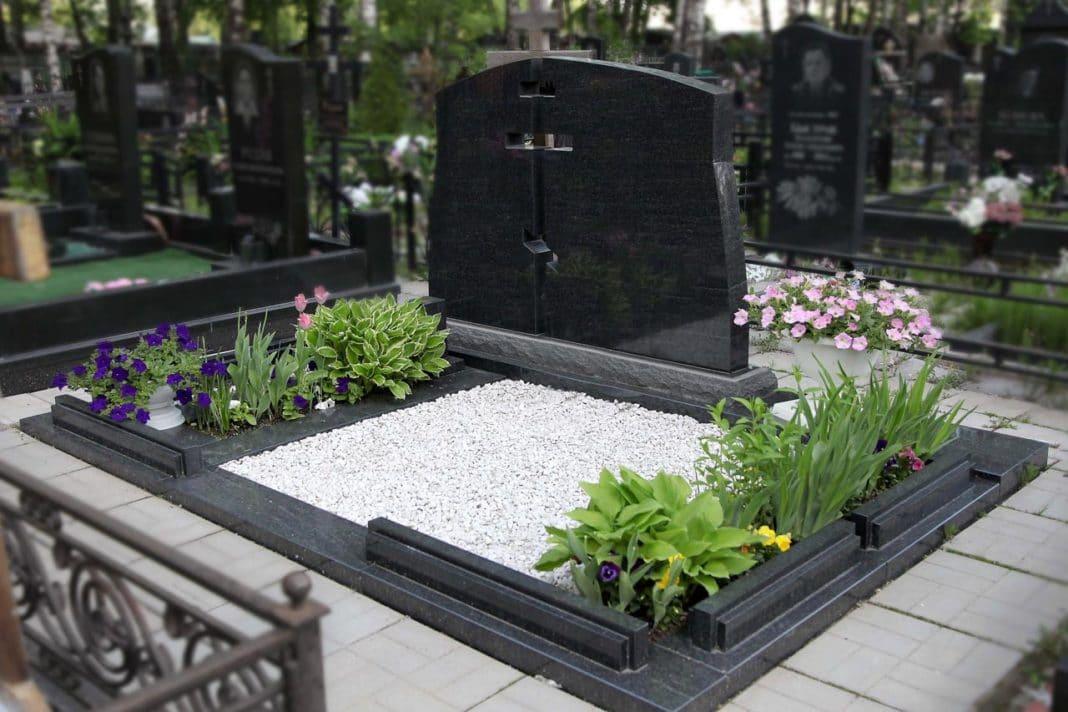 Гранит или мрамор: какой выбрать памятник?