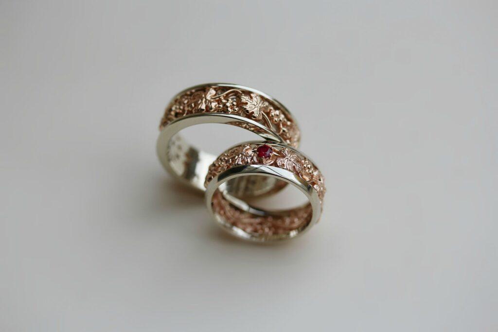О чем говорят камни в обручальных кольцах?