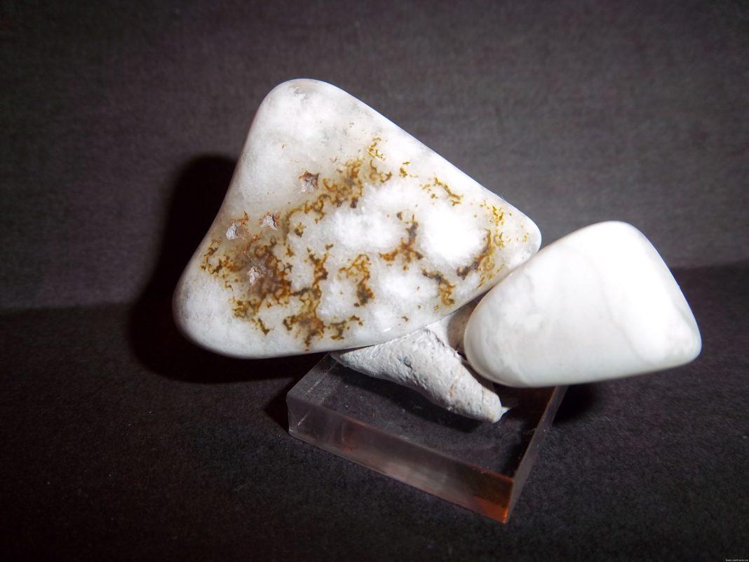 Кахолонг камень