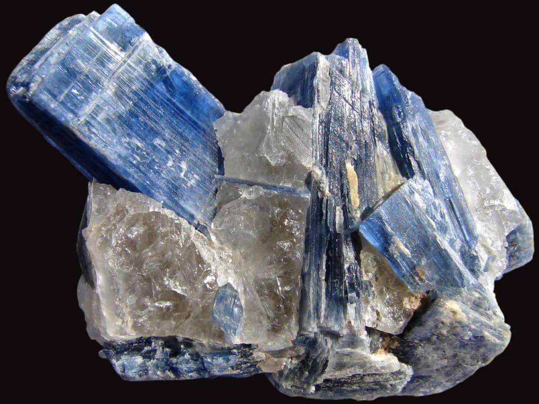 Камень Кианит (Дистен): магические свойства и кому подходит по знаку Зодиака, значение и формула минерала, применение