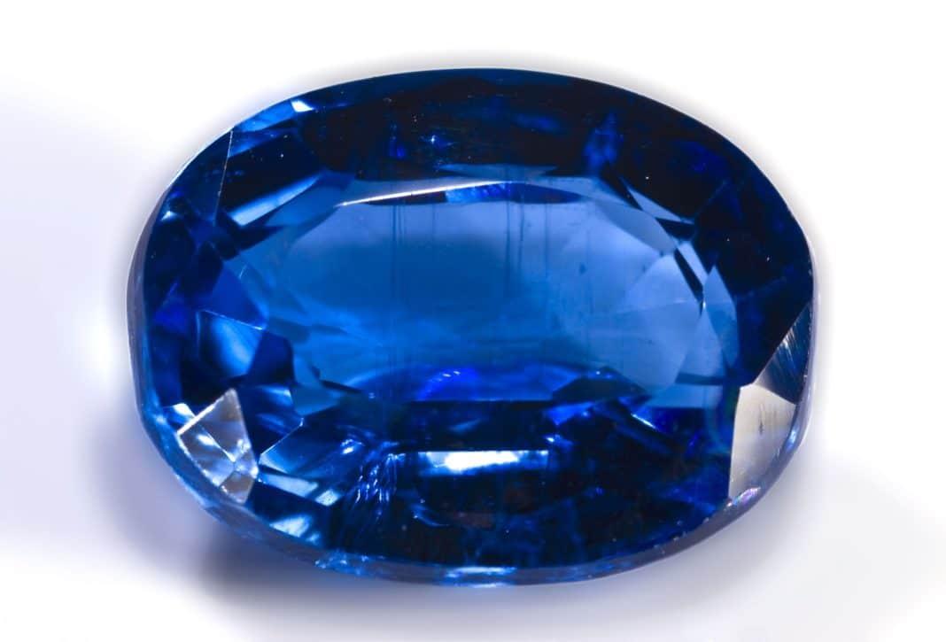 Кианит камень