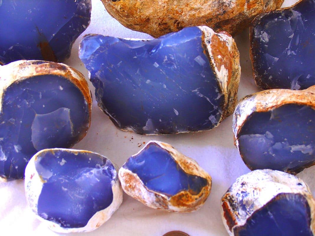 Халцедон камень: магические свойства, кому подходит
