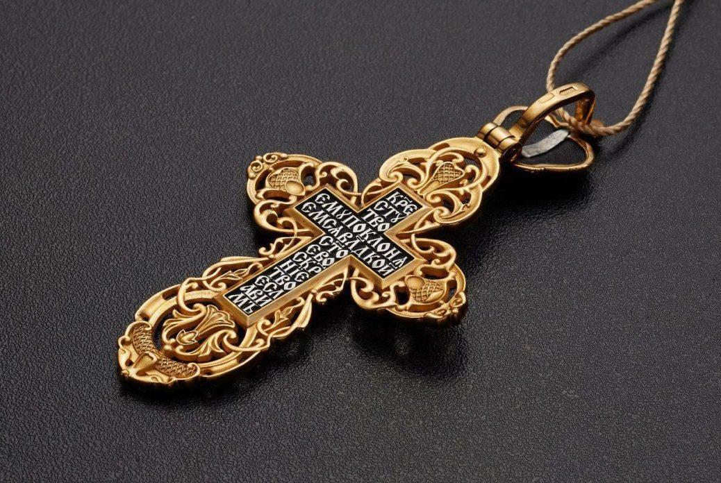 Какие слова написаны на обороте православного крестика и что они означают?