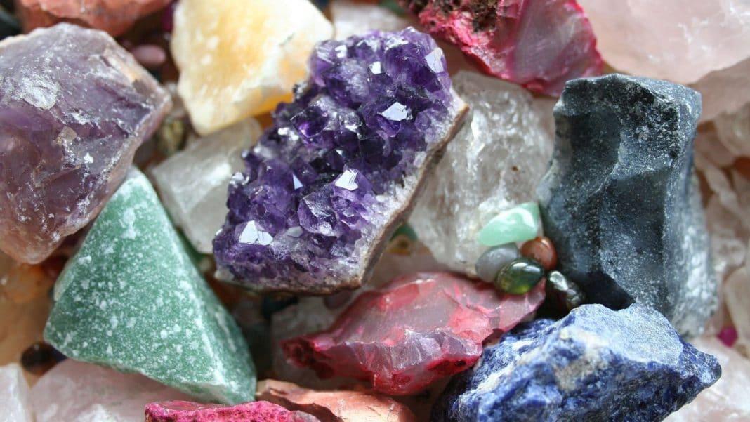 Как самостоятельно выяснить, натуральный камень или нет: секреты профессионалов
