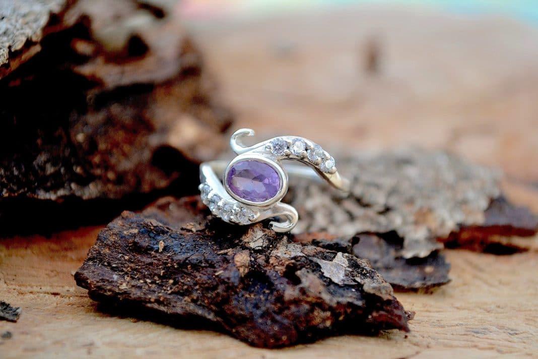 Чего ожидать, если выпал камень из кольца?