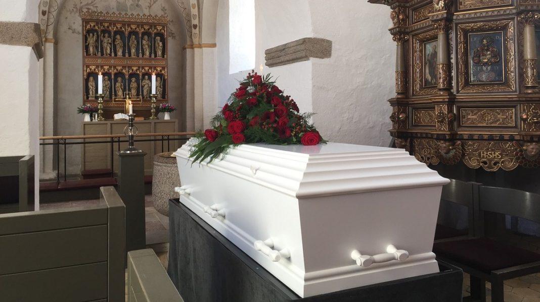 Что кладут в гроб?