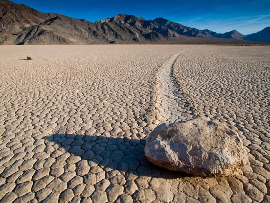 Где можно увидеть движущиеся камни?