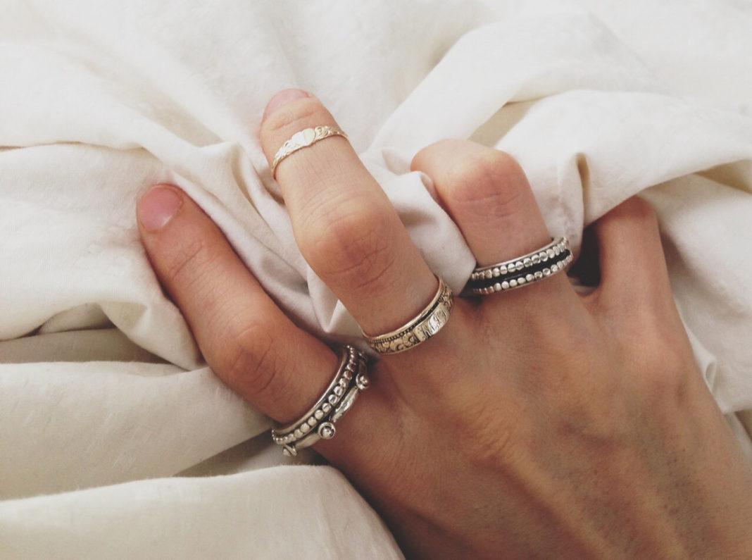 Можно ли носить одновременно украшения из серебра и золота?