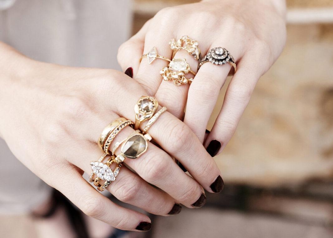 Сколько колец можно носить на одном пальце?