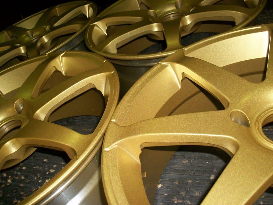 Матовое золото: плюсы и минусы