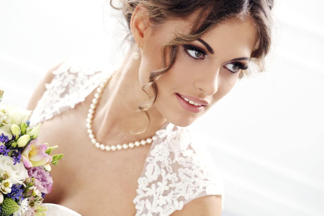 Можно ли невесте надевать жемчуг на свадьбу?