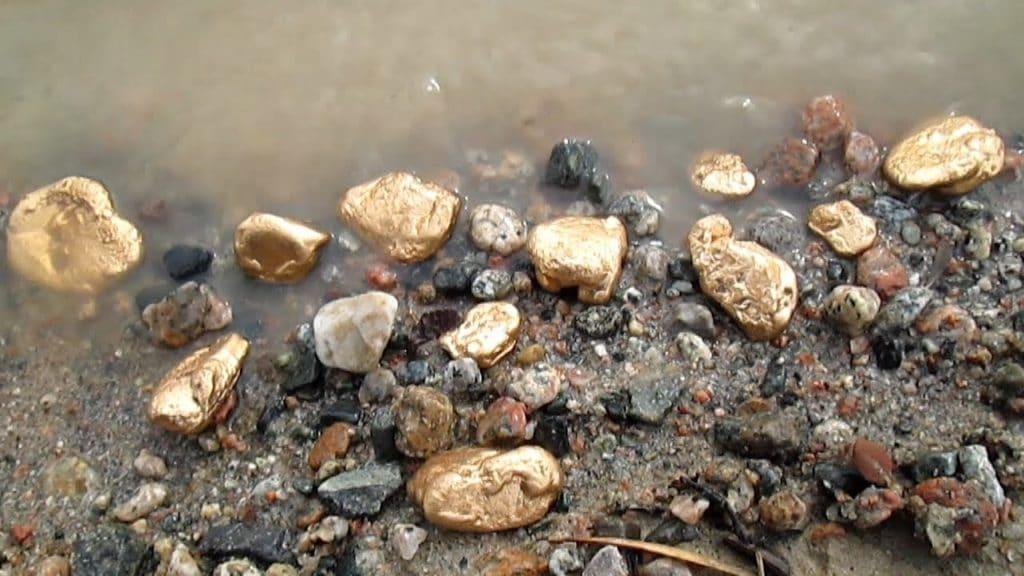 Золто в реке